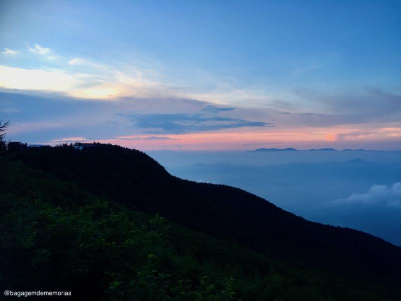 O por do sol marcou o começo da escalada do Monte Fuji.