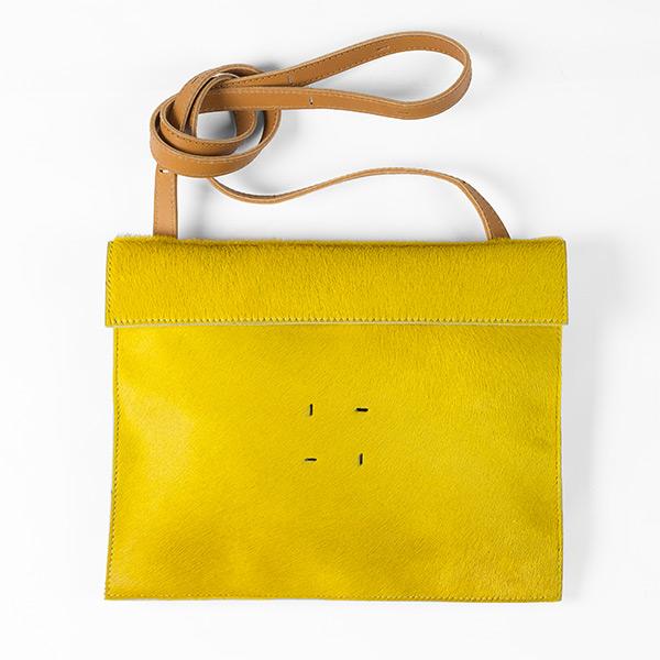 BAGaSUTRA-proposition-cuir-poils-ras-et-vegetal-jaune-rubis-DTFetRVV