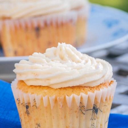 Vanille cupcakes med karamel glasur fra Bageglad
