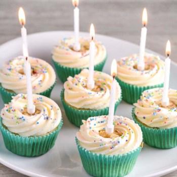 Fødselsdagscupcakes opskrift fra Bageglad