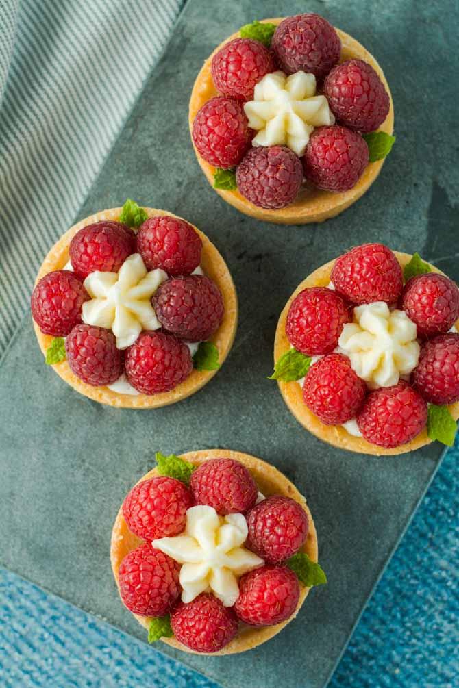 Små hindbærtærter opskrift fra Bageglad