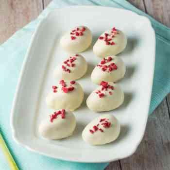 Hindbær påskeæg med hvid chokolade