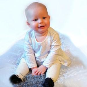 Festklänning till baby med silvertryck strl 86
