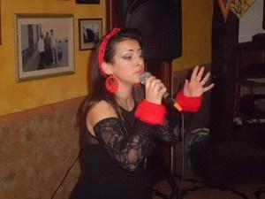 """Stella Calà """"approda"""" a """"Cronaca Vera"""". La cantante bagherese """"intercettata"""" dal periodico durante una sua esibizione in Puglia"""
