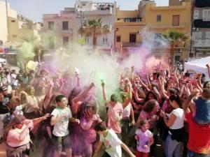 """""""Festival dei colori"""" alla seconda edizione un'esplosione di gioia"""