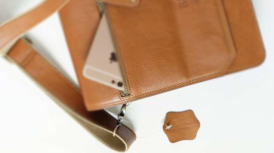 ร้านเครืองหนัง ใช้Tag sample ที่มักห้อยติดมากับกระเป๋าหนังแท้
