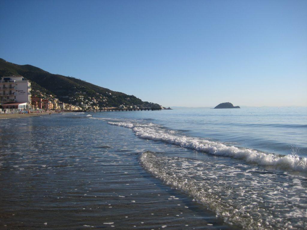 Spiaggia ad Alassio  Bagni Pierinella
