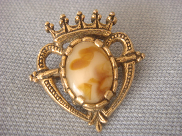 Vintage Signed Miracle Brooch Luckenbooth Heart Caramel