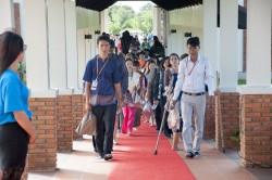 C'est par groupes de 250 qu'ont eu lieu les visites du temple
