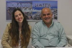 À Rosario, en Argentine, le conseiller Carlos Comi (à droite) et Bracha Sela, membre de la communauté bahá'íe (à gauche), ont appelé un représentant au Centre mondial bahá'í le 2 août pour lui faire part de leurs salutations et de leurs meilleurs vœux à l'occasion de cette année spéciale du bicentenaire.