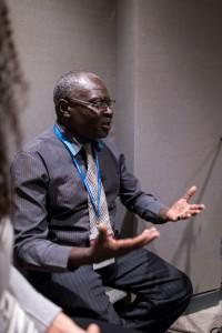 Clément Thyrrell Feizouré, membre du Corps continental de conseillers pour l'Afrique, travaille avec la Fondation Ahdieh, une organisation d'inspiration bahá'íe qui encourage les écoles communautaires en République centrafricaine.