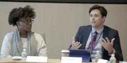 Le panéliste et délégué de la CIB du Canada, Eric Farr (à droite), discute du rôle des jeunes dans la société lors d'un panel qui s'est tenu ce mois-ci.