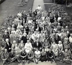 St. Barbe assis au milieu de la deuxième rangée pour ce portrait des participants à la première université d'été de Men of the Trees en 1938. (Source : Bibliothèque de l'université de la Saskatchewan, Archives et collections spéciales de l'université, Richard St. Barbe Baker Fonds)