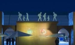 Les migrants sont représentés dans les créations artistiques à l'entrée principale du lieu de la conférence des Nations unies sur l'adoption du Pacte mondial pour les migrations, tenue les 10 et 11 décembre à Marrakech, au Maroc. (Photo ONU/Sebastien Di Silvesto)