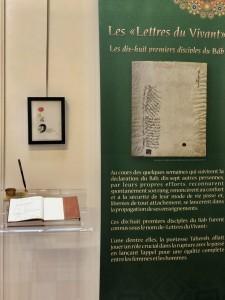 Un des panneaux de l'exposition retraçant l'historique de la vie du Báb et de sa mission.
