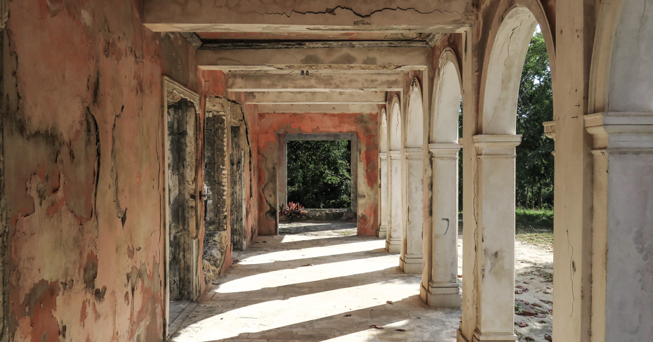 Take a Bahamas Tour to the Haunted House, ruins in Harbour Island Bahamas, North Eleuthera.