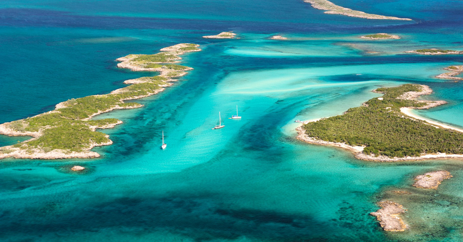 Best place to go in the Bahamas: Staniel Cay and The Exumas. What is there to do in the Bahamas? Visit the Bahamas swimming pigs, sharks, turtles, stingrays and go Island Hopping for the ultimate Bahamas Tour.