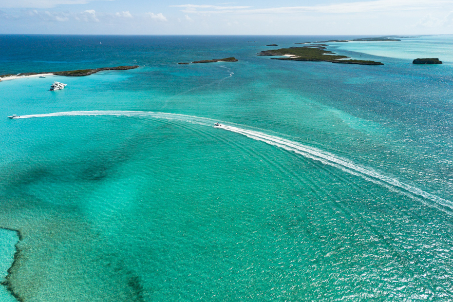 See the crystal clear, turquoise waters on our direct flights to Exuma airport which will take you on a Staniel Cay day trip faster than any other company.