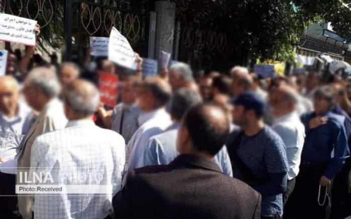 تجمع بازنشستگان کشوری مقابل وزارت تعاونکار