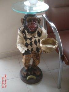Sehpa Maymun Heykeli