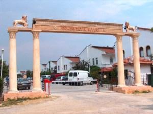 Güneş Tatil Sitesi Giriş Kapısı