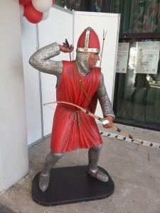 Okçu Şövalye Heykeli