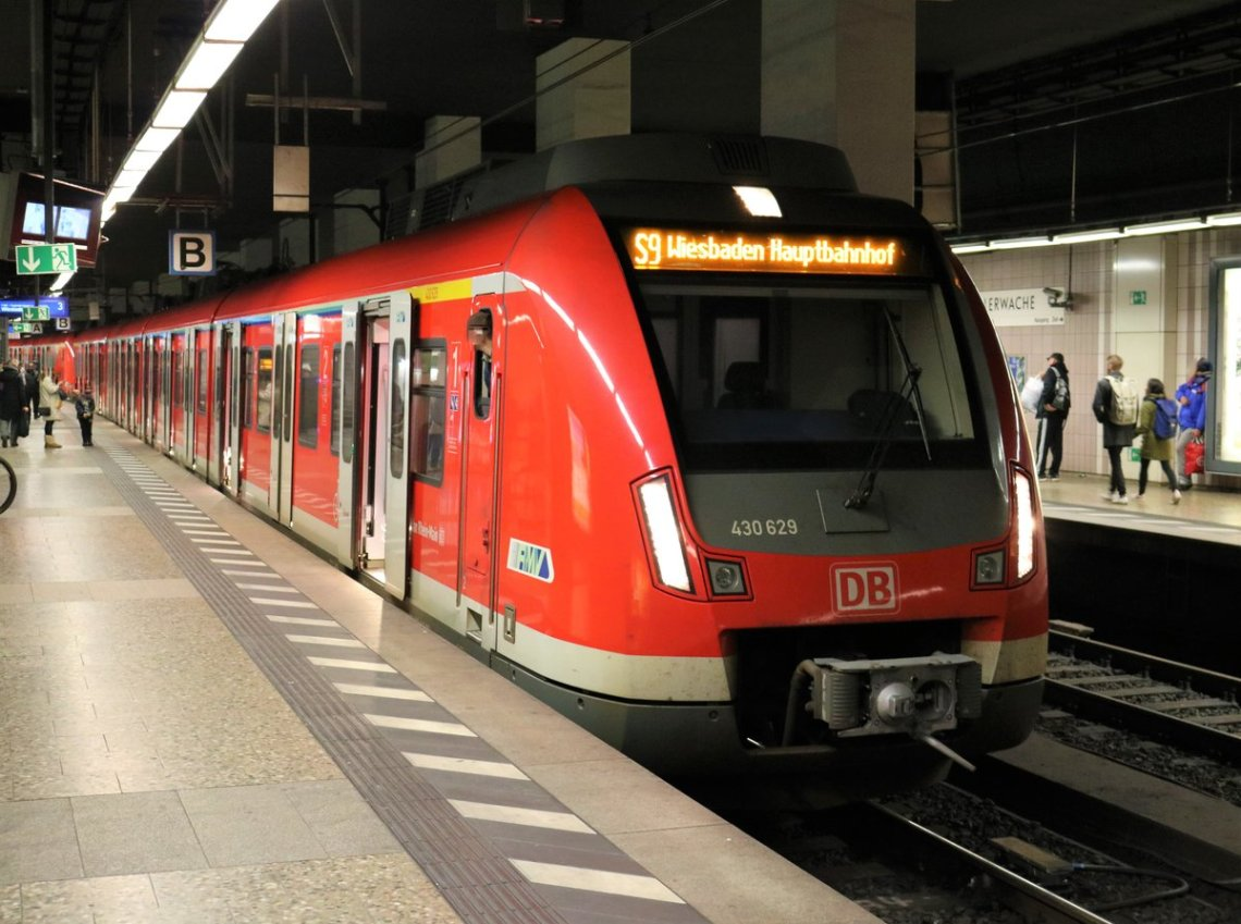 S9 train to the airport from Frankfurt city