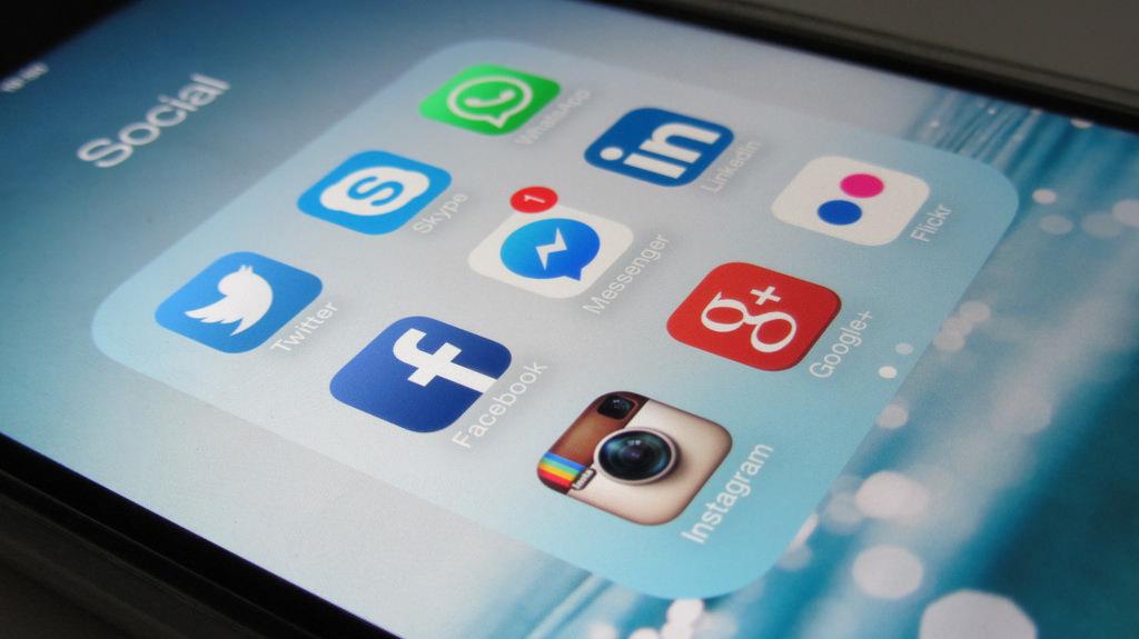 Social media, by Christiaan Colen, CC BY-SA 2.0, https://flic.kr/p/wuatb1