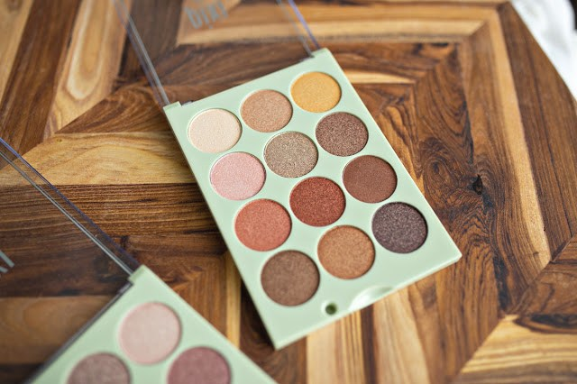 Opened-up view of Pixi Beauty's Eye Reflections eyeshadow palette in 'Reflex Light'