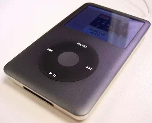 A linha iPod classic tem capacidade para mais de 160GB de armazenamento