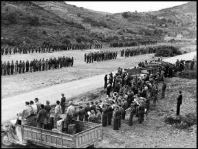 004 parada militar de los brigadistas, en la explanada del túnel de L_Argentera.