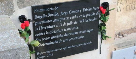 Homenaje en recuerdo de Burillo, Camón y Nuez en el cementerio de Caspe