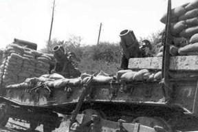 piezas artilleria sobre vagon en el frente Norte sitio de Oviedo Foto Museo ferrocarril de Asturias