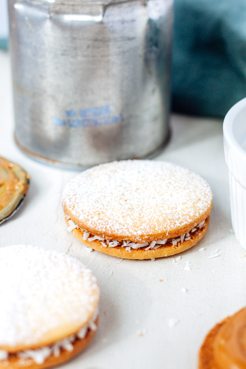 Alfajores (sandwich cookies with dulce de leche)