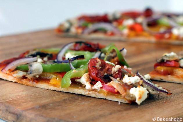 Meatless Monday Veggie Pizza Thin Crust // bakeaholic.ca