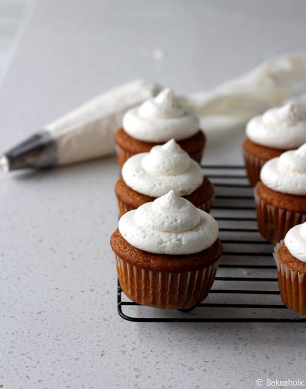 Pumpkin Spice Cupcakes // Bakeaholic.ca