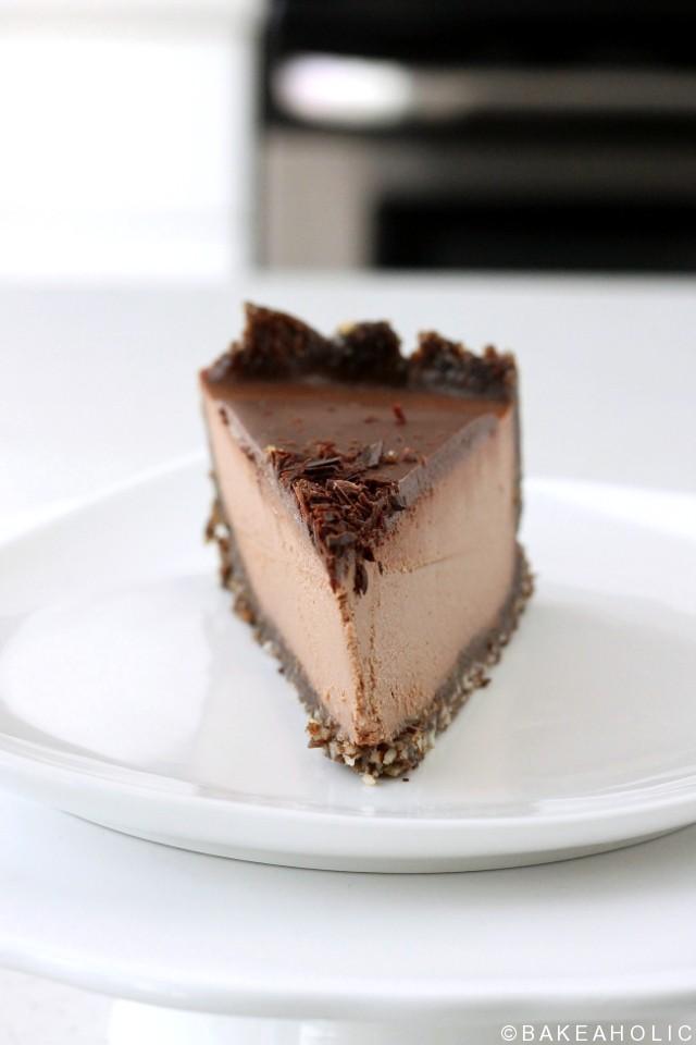 raw vegan chocolate cheesecake // bakeaholic.ca