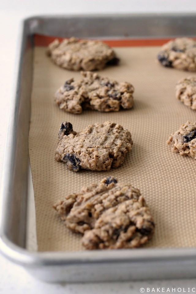 Oatmeal Raisin Cookies // bakeaholic.ca