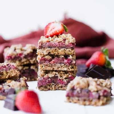 Strawberry Chocolate Chunk Oatmeal Bars (Gluten Free + Vegan)