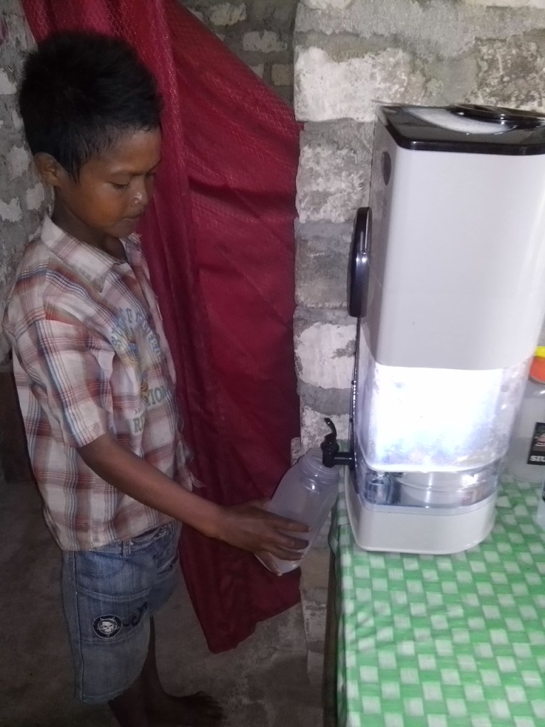 Clean drinking water in Sumba by Baki Clothing Company