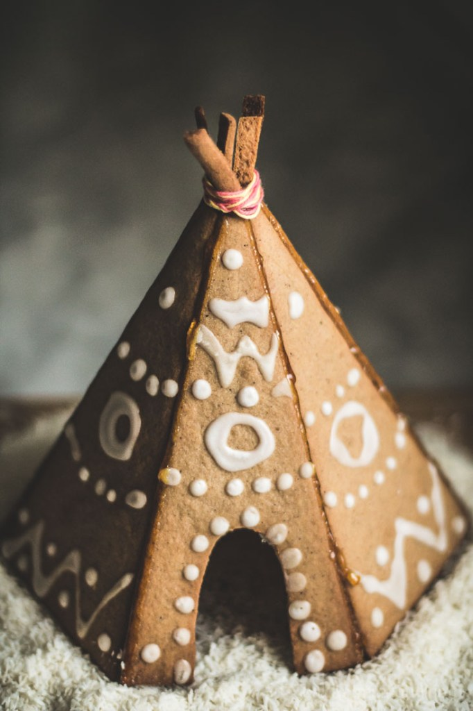 gingerbread house tipi-11
