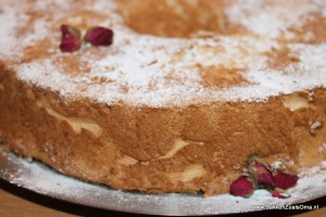 Angel food cake met poedersuiker