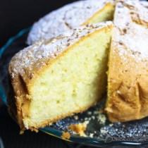 Madeira Cake met uitgesneden taartpunt