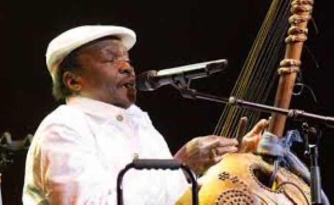 Le Célèbre Chanteur Musicien Guinéen Mory Kanté Auteur Du