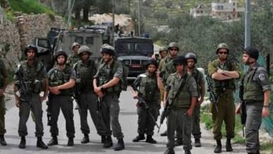 صورة الاحتلال يعتقل مقدسيا ويعتدى على مبعدين صلوا في طريق المجاهدين