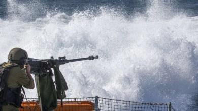 صورة زوارق الاحتلال تستهدف مراكب الصيادين في بحر غزة
