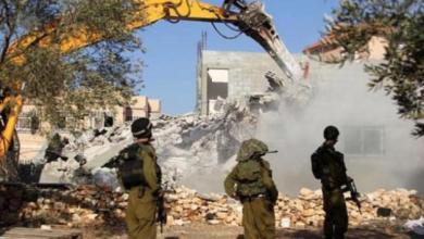 """صورة قوات الاحتلال تهدم منزلًا بتجمع """"واد أبو هندي"""" بالقدس"""