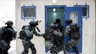 """صورة قوات القمع تقتحم قسم (22) بسجن """"عوفر"""""""