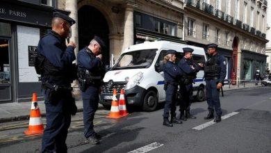 صورة مقتل 3 من عناصر الشرطة الفرنسية برصاص مختل عقلي