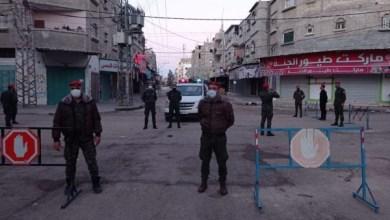 صورة قرار حظر التجوال في قطاع غزة يدخل حيز التنفيذ وسط انتشار الأجهزة الأمنية